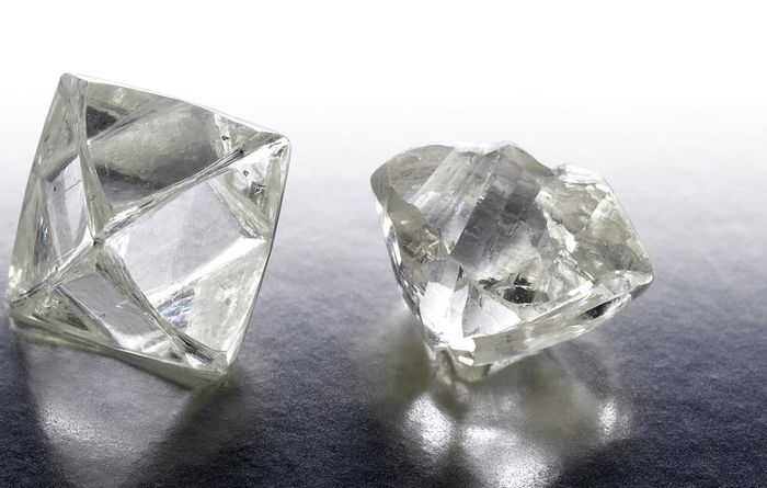 De Beers rough sales slip in fourth sales cycle